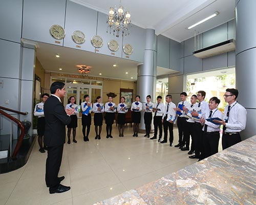 Hospitality management students are learning to practice Reception